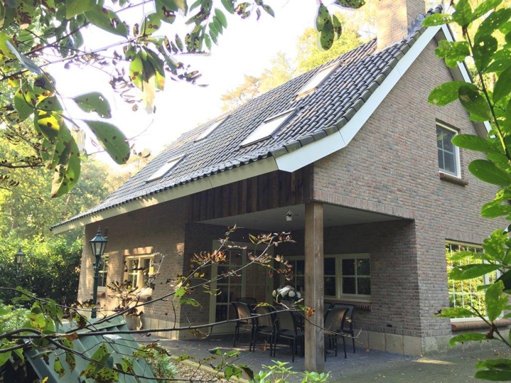 Terrasse unter Dach